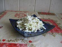 Surówka z białej kapusty i ogórka