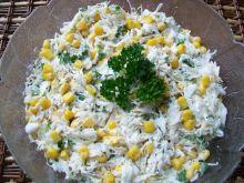 Surówka z białej kapusty z kukurydzą