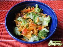 Surówka z brokułów i marchewki