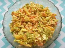 Surówka z brukselki, papryki, marchewki, cebuli