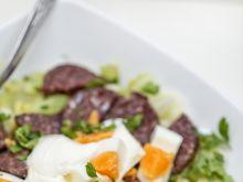 Surówka z chrupiącem selerem i złocistym jajem