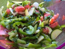 Surówka z cukinii, papryki i pomidora