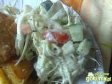 Surówka z jogurtowym sosem polskim