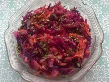 Surówka z kapusty czerwonej, marchewki, gruszki