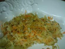 Surówka z kapusty kwaszonej, marchewki i koperku