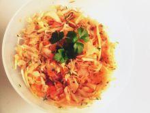 Surówka z kapusty marchewki rzodkiewki rzeżuchy