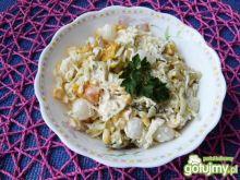 Surówka z kapusty, papryki i kukurydzy