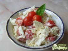 Surówka z kapusty pekińskiej i pomidorów