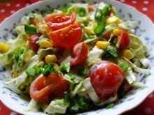 Surówka z kapusty pekińskiej z pomidorkami