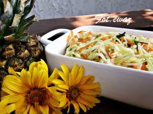 Surówka z kapusty z marchewką i ananasem