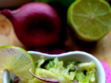 Surówka z kapusty zwanej sweetheart cabbage