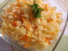 Surówka z kiszonej kapusty,cebuli i marchewki