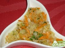 Surówka z kiszonej kapusty z ogórkiem 2