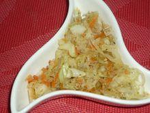 Surówka z kiszonej kapusty z ziołami