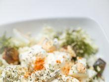 Surówka z konfiturą cebulową i jajkiem