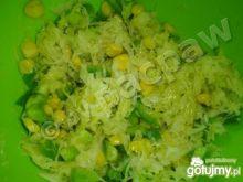 Surówka z kwaszonej kapusty i kukurydzy