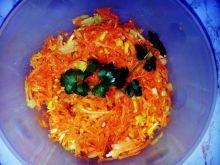 Surówka z marchewki, korzenia pietruszki i sałaty