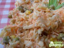 Surówka z marchewki, kukurydzy i groszku