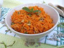 Surówka z marchewki, pestek słonecznika i dyni