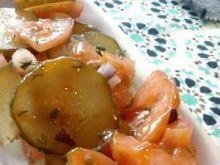 Surówka z ogórka kiszonego i pomidora