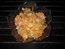 Surówka z ogórka kiszonego, marchwi i jabłka