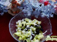 Surówka z ogórków i czarnych oliwek