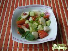Surówka z ogórków, jabłka i pomidorów