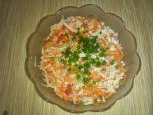 Surówka z pekinki, marchewką i pomidorem