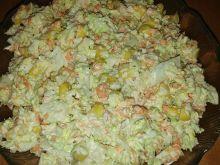 Surówka z pekińskiej, marchewki i kukurydzy