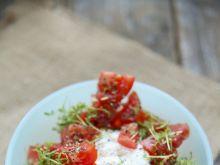Surówka z pomidora z rzeżuchą i smacznym sosem
