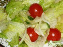Surówka z sałaty lodowej i pomidorków