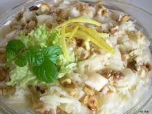 Surówka z selera z gruszką i orzechami