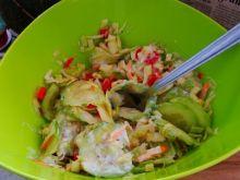 Surówka z zielonego ogórka i kapusty białej