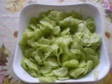 Surówka z zielonych ogórków