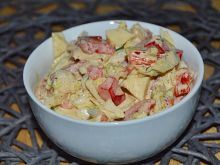 Surówka ze świeżych warzyw z sosem miód-musztarda