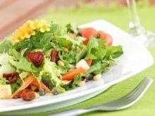 Surówki i sałatki – jak podawać