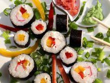 Sushi maki z papryką i paluszkami surimi