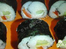 Sushi wegetariańskie z ogórkiem, papryką