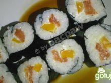 Sushi z łosiem wędzonym, papryką żółtą i