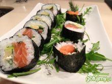 Sushi z łososia.