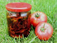 Suszone pomidory z czosnkiem i bazylią