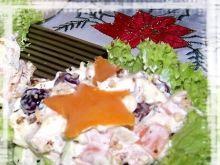 Świąteczna sałatka na karbowanej sałacie