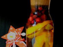 Świąteczna wódka z żurawiną i przyprawami korzenny