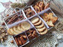 Świąteczne pudełko z ciastkami