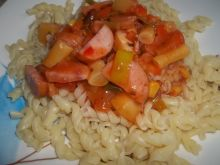 Świderki w sosie z dodatkiem fasolki szparagowej