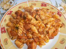 Świderki w sosie z kiełbasą i kukurydzą