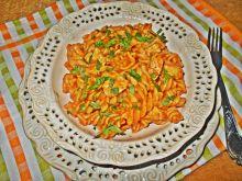 Świderki z kurczakiem w sosie pomidorowym