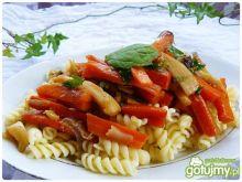 Świderki z warzywami w maślanym sosie