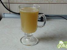 Świeży sok gruszkowo-cynamonowy .
