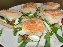Sylwestrowe mini sandwiche śródziemnomorskie